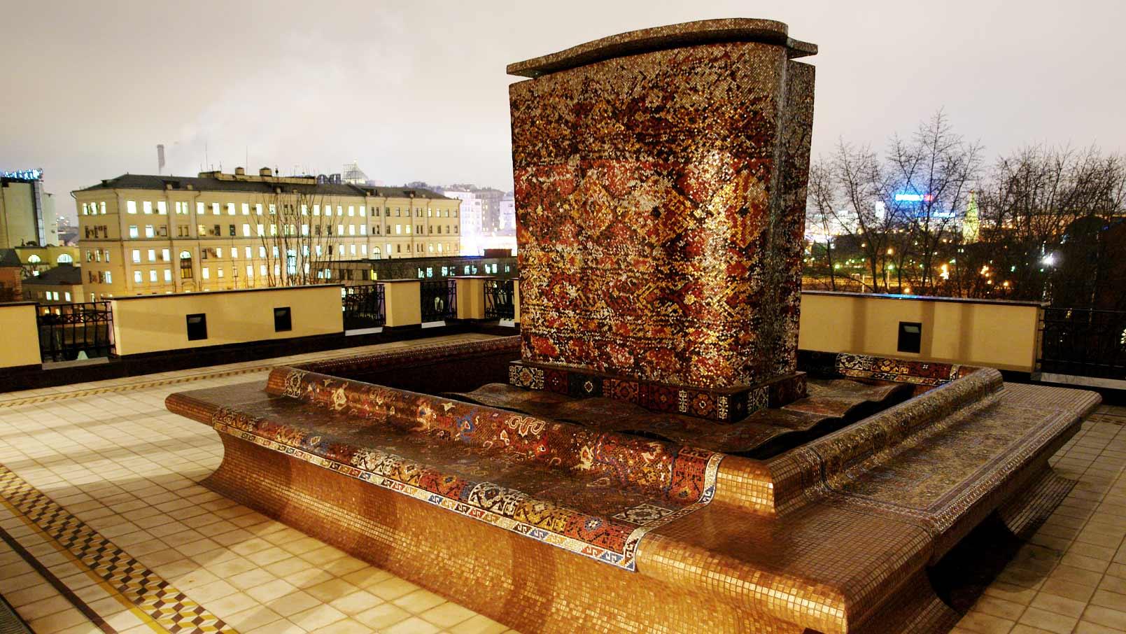 фонтан из мозаики